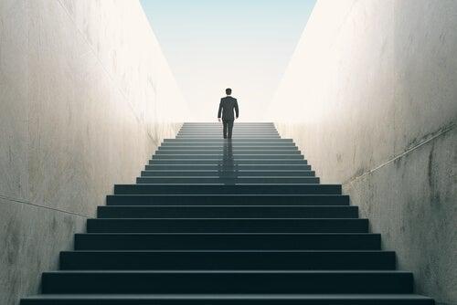 Subir o bajar la escalera