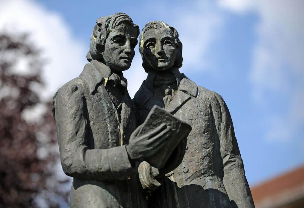 Los extraordinarios hermanos Grimm y sus cuentos eternos