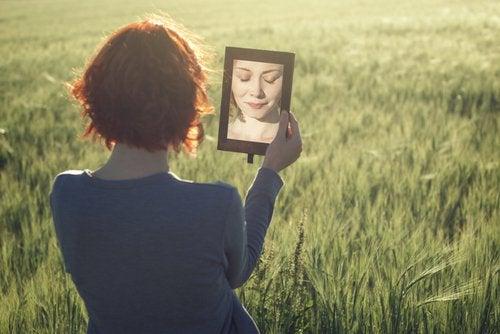 La necesidad de ser alguien nos aleja de ser uno mismo