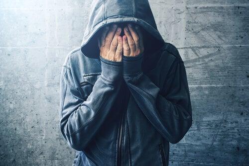¿Qué relación hay entre el consumo de drogas y los trastornos mentales?
