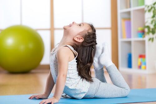5 posturas de yoga para niños