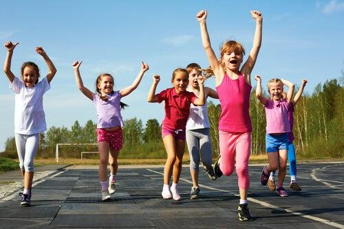 ¿Por qué merece la pena que los niños hagan deporte?