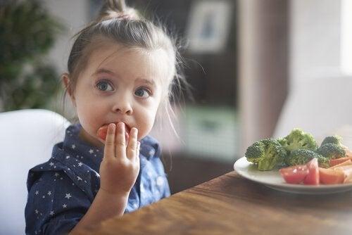 La importancia de enseñar a los niños a comer bien