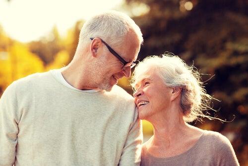 Envejecer juntos: la maravillosa experiencia del amor maduro
