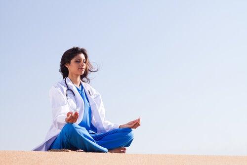 La regulación emocional en entornos sanitarios